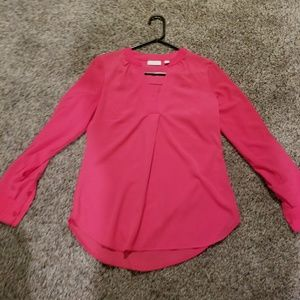Blouse long sleeve that has buttons to roll sleeve